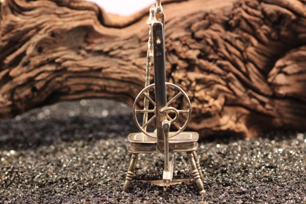 Zilver miniatuur spinnewiel klein foto 1