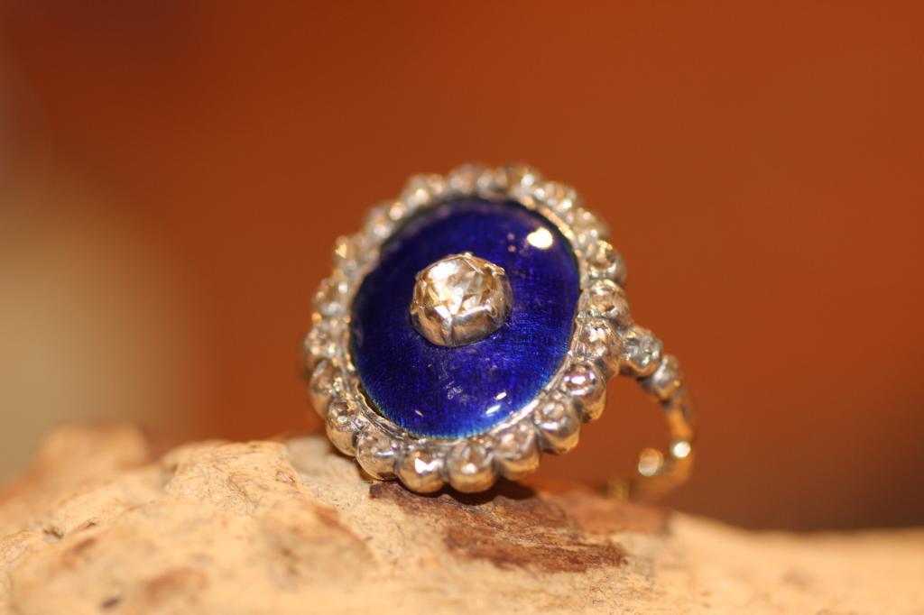 antiekering blauw emaille en diamant 1